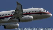 Russland Notlandung l Sukhoi Superjet-100 - Symbolbild