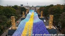Deutschland Berlin l 30. Jahrestag Mauerfall - Aufbau Visions in Motion
