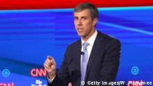 15.10.2019 *** WESTERVILLE, OHIO - OCTOBER 15: Former Texas congressman Beto O'Rourke speaks during the Democratic Presidential Debate at Otterbein University on October 15, 2019 in Westerville, Ohio. A record 12 presidential hopefuls are participating in the debate hosted by CNN and The New York Times. (Photo by Win McNamee/Getty Images)