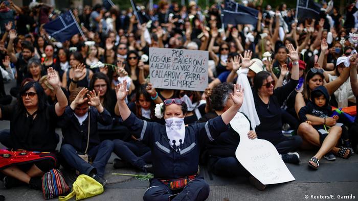 Chile Santiago   Trauer um getötete Demonstranten