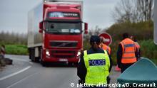 ©PHOTOPQR/VOIX DU NORD - Saint-Aybert Frontière Belge Contrôle des douanes et de la police aux frontières. Photo Didier Crasnault La Voix du Nord following the attacks in Paris, the French police control the border between Belgium and France.  