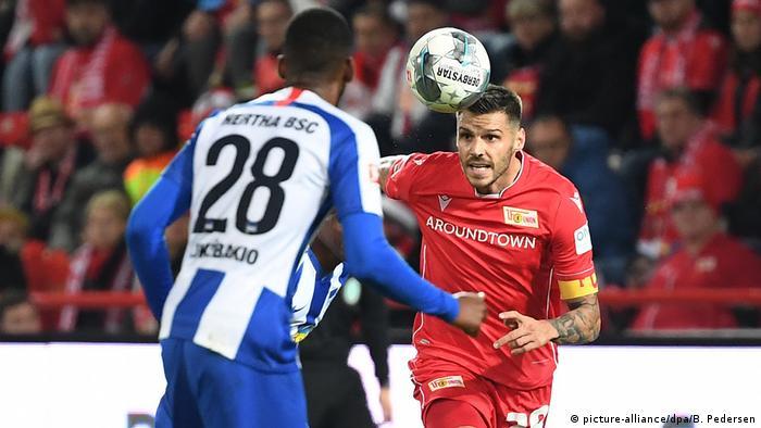 Hertha's Dodi Lukebakio and Union's Christopher Trimmel (picture-alliance/dpa/B. Pedersen)