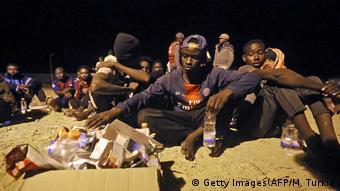 Libyen Khoms | Geettete Flüchtlinge (Getty Images(AFP/M. Turkia)