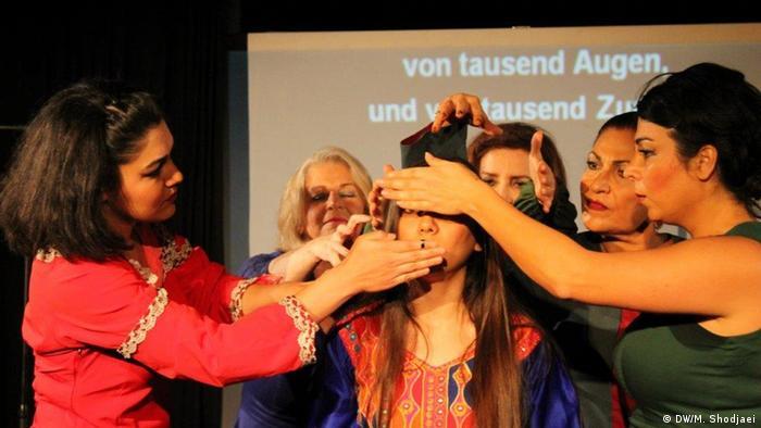 نمایش اگر که عشق گناه است در چارچوب فستیوال تئاتر ایرانی در شهر کلن به اجرا در آمد.
