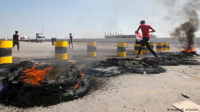 Iraqi protests at Umm Qasr harbor (Reuters / E-al-Sudani)
