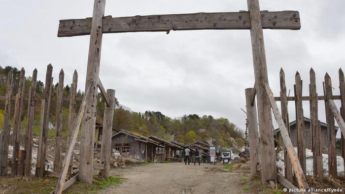 Japan Yamagata l Film site for movie Oshin wooden fence and entrance (picture alliance/Kyodo)