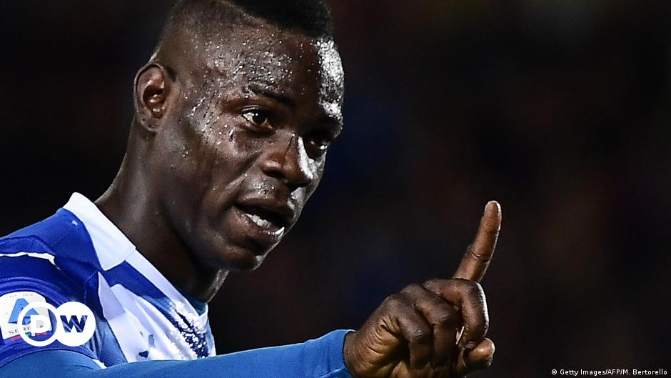 Italy footballer Mario Balotelli threatens to quit match after racist  chants | News | DW | 03.11.2019