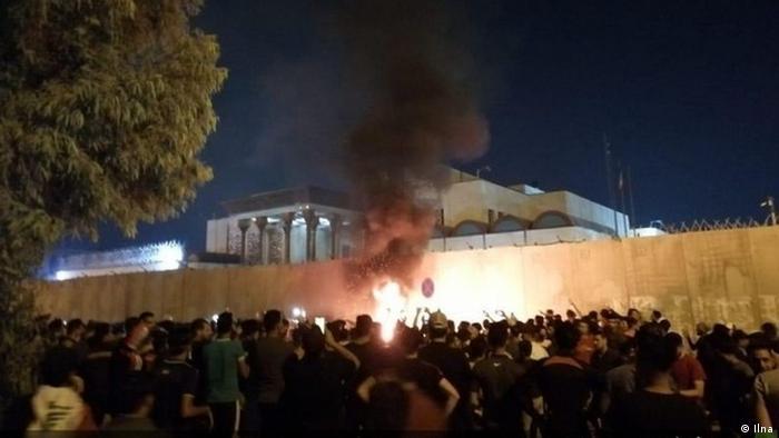 حمله معترضان عراقی به کنسولگری جمهوری اسلامی در کربلا