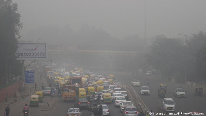 Authorities in New Delhi are restricting the use of private vehicles on the roads under an odd-even scheme
