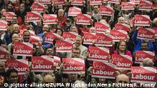 02.11.2019 November 2, 2019, Swindon, Wiltshire, UK: Swindon, UK. Labour Party supporters at Commonweal Sixth Form College in Swindon at a campaign rally ahead of the general election on 12 December. (Credit Image: © Rob Pinney/London News Pictures via ZUMA Wire  