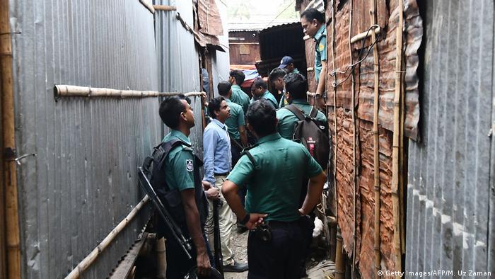 Bangladesch Polizei bei einer Drogenrazzia in Dhaka