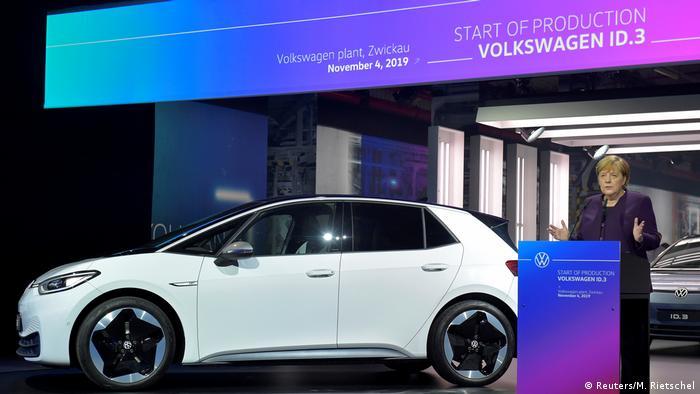 Ангела Мекель приветствует начало производства электромобиля VW ID.3 в Цвиккау 4 ноября