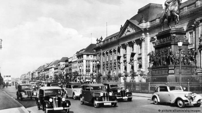 The Staatsbibliothek zu Berlin in 1938, with cars driving by in front