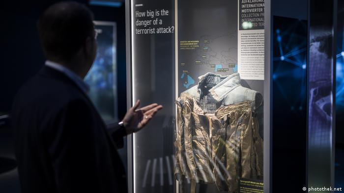 A suicide vest on display at BND HQ (photothek.net)