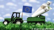 EU Traktor mit Euro-Scheinen