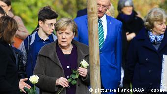 Η καγκελάριος σε τελετή στο Τσβίκαου, στο μνημεί για τα θύματα της ακροδεξιάς NSU