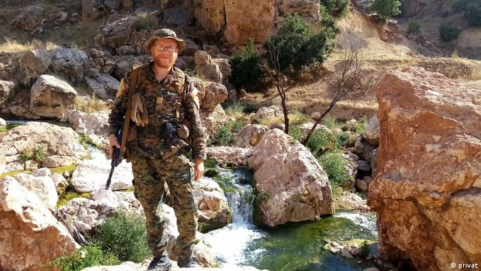 German YPG fighter Konstantin G. in the Sinjar Mountains along the Iraqi-Syrian border