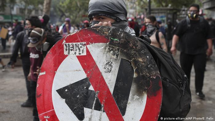Chile Proteste (picture-alliance/AP Photo/E. Felix)