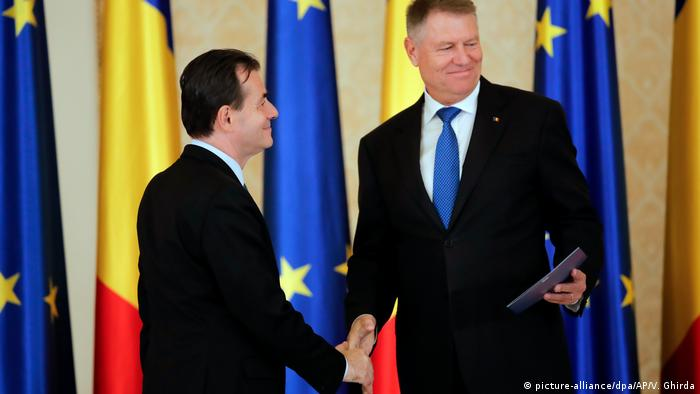 Klaus Iohannis si Ludovic Orban in noiembrie 2019 (picture-alliance/dpa/AP/V. Ghirda)