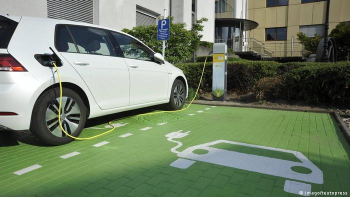 Jeszcze przyszłość - stacje do ładowania, oczywiście wyłącznie ekologicznego prądu