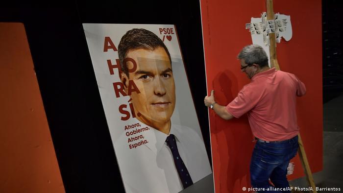 Cartaz eleitoral de Pedro Sánchez, do Partido Socialista Operário Espanhol (PSOE)