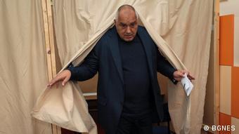 Премиерът Борисов по време на гласуването в София