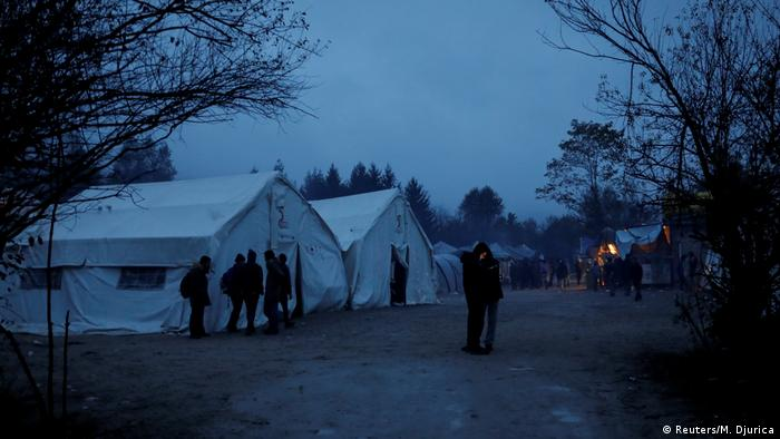 The camp at dusk (Foto: Reuters/M. Djurica)