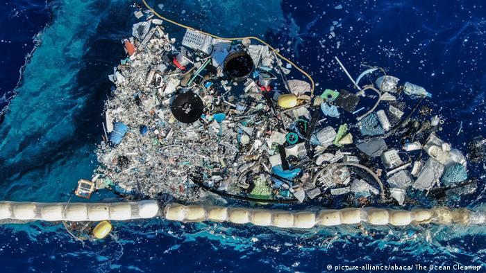 Müll in einer Auffangvorrichtung von einem Schiff der Organisation The Ocean Cleanup (picture-alliance/abaca/ The Ocean Cleanup)