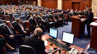 Nord-Mazedonien David-Maria Sassoli im Parlament in Skopje (DW/P. Stojanovski)