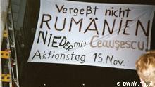 Anti-Ceausescu-Demonstration in Ostberlin, DDR - November 1989 William Totok hat das Plakat der Austellung zu Hause in seinem privaten Archiv. Die anderen beiden Fotos hat er LIVE vor Ort geschossen.