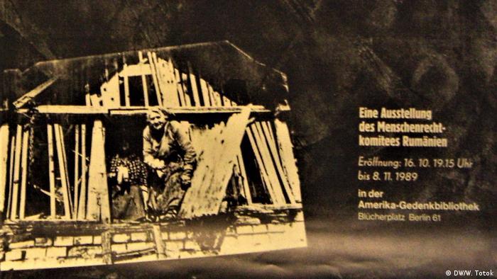 Afişul expoziţiei, dedicată situaţiei din România din noiembrie 1989