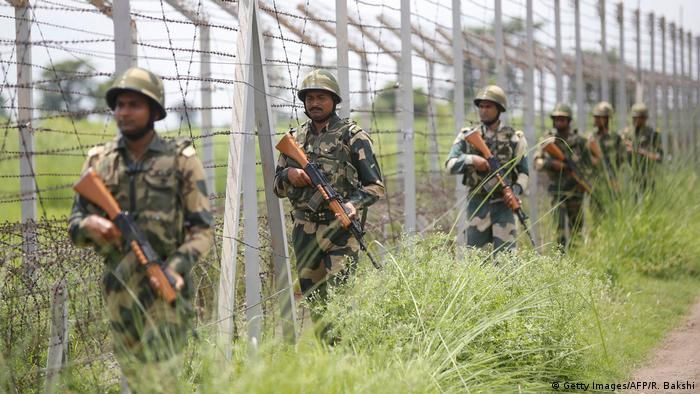 India, Pakistan agree to stop firing at Kashmir border | News | DW | 25.02.2021