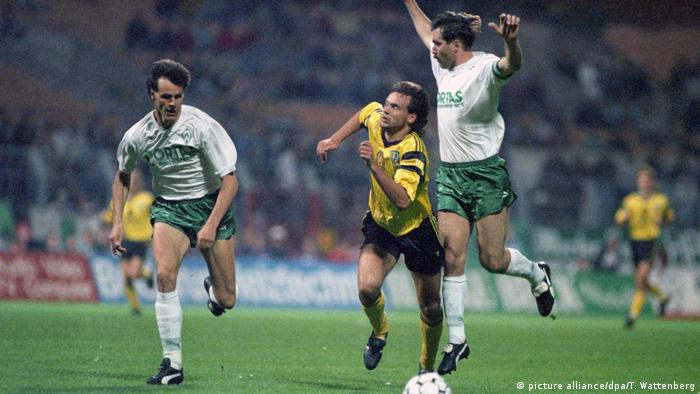 Uwe Rösler chases a ball against two Werder Bremen defenders in a German Cup match; September 24, 1991.