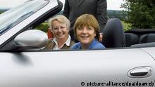 Die CDU-Vorsitzende Agela Merkel sitzt am Montag (21.06.2004) in Begleitung mit der baden-württembergischen Kultusministerin Annette Schavan im Porsche Entwicklungszentrum in Weissach in einem Porsche 911 Cabrio. Die beiden Politikerinnen führten mit Porsche-Chef Wendelin Wiedeking (dahinter) Gespräche über wirtschaftspoltische Fragen des Standorts Deutschland. dpa/lsw |
