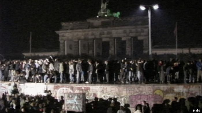 Así se veía la Bornholmer Straße en la noche de la apertura del Muro. (9.11.1989).