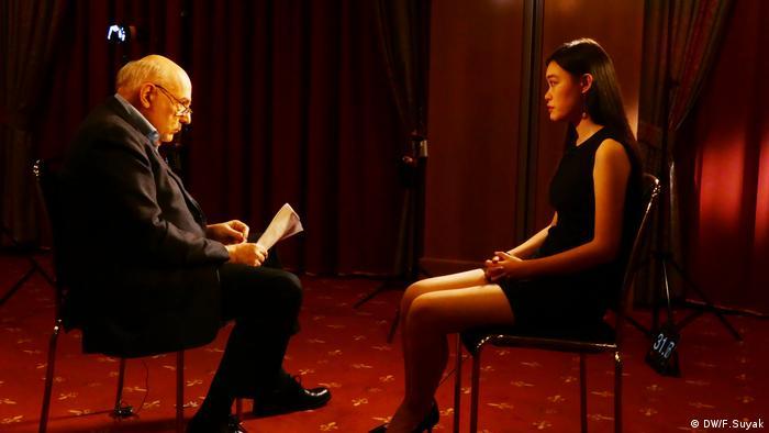 Hongkonger Demokratieaktivistin Joey Siu in Berlin für das Conflict Zone Interview
