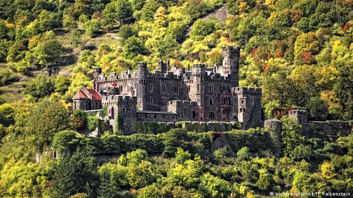 Замок Райхенштайн (Burg Reichenstein) на Среднем Рейне