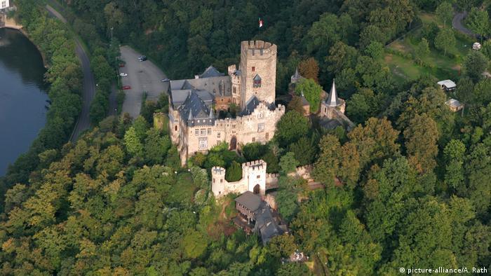 Замок Ланек (Burg Lahneck) на Среднем Рейне