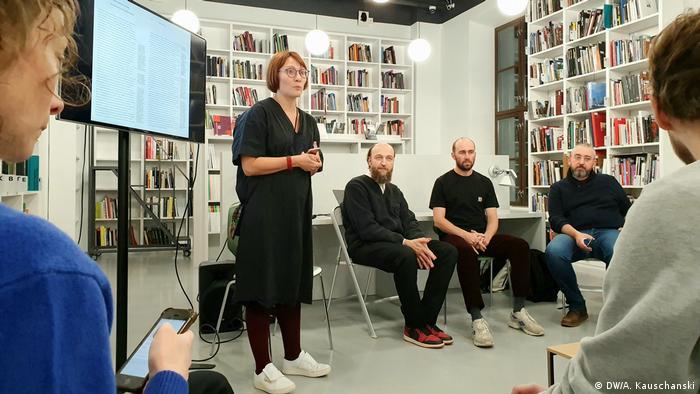 На мероприятии фонда имени Генриха Бёлля в Москве - люди сидят в помещении