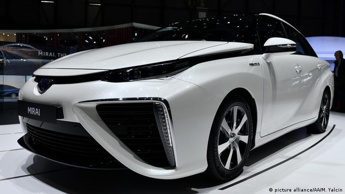 Японский водородный автомобиль Toyota Mirai