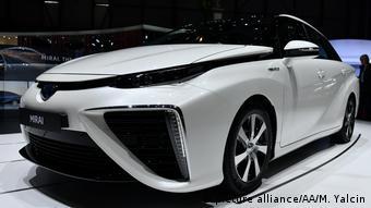 Водородный легковой автомобиль Toyota Mirai