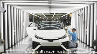 Выпуск водородного автомобиля Mirai на одной из японских фабрик компании Toyota