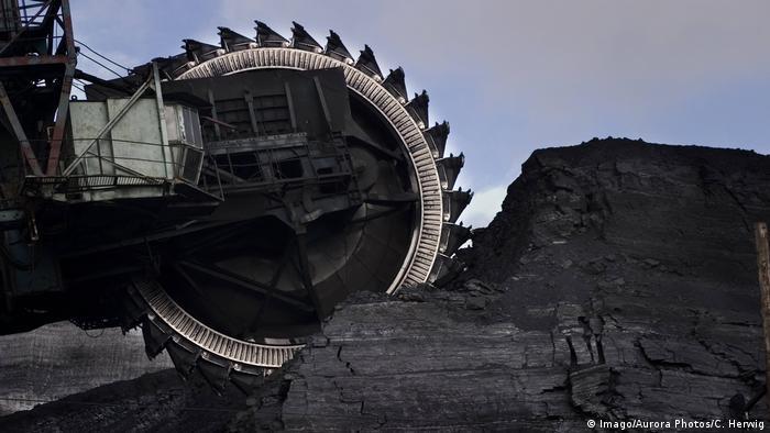 Добыча угля в Экибастузском бассейне в Казахстане