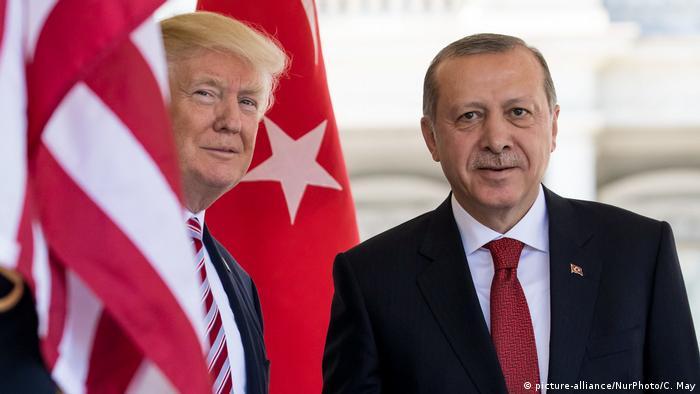 Cumhurbaşkanı Erdoğan 2017'de Beyaz Saray ziyareti sırasında Başkan Trump ile.