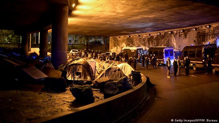 La Policía francesa desaloja un campamento ilegal en París. Imagen de archivo.