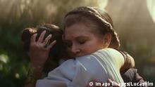Carrie Fisher, Daisy Ridley, Star Wars: Episode IX - The Rise of Skywalker (2019) Photo Credit: Lucasfilm Ltd. / The Hollywood Archive Los Angeles CA PUBLICATIONxINxGERxSUIxAUTxONLY Copyright: xLucasfilmxLtd.x 33835012THA