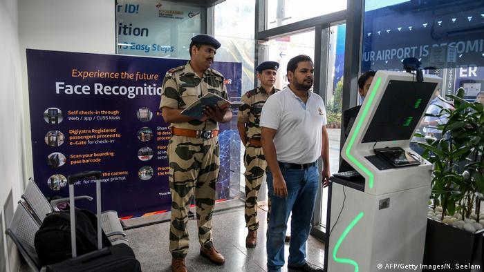 Indien | Gesichtserkennung am Flughafen Hyderabad (AFP/Getty Images/N. Seelam)
