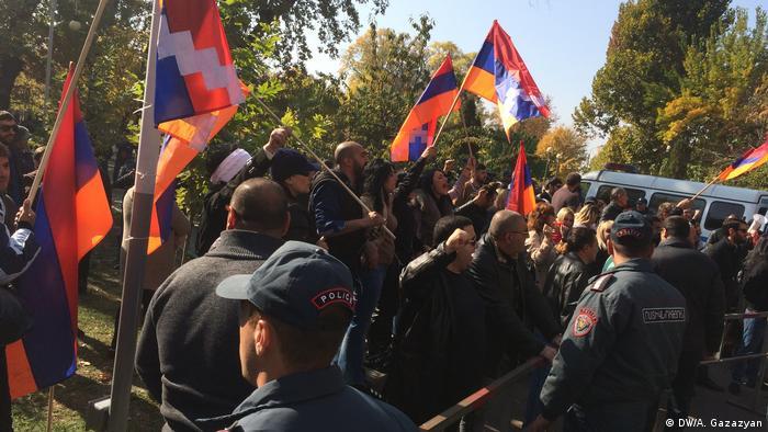 Участники протестов в Ереване (фото из архива)