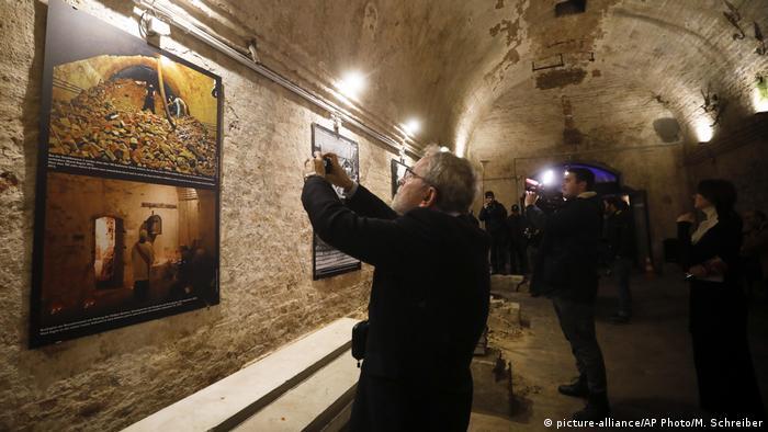 Escape tunnel exhibition under the Berlin Wall