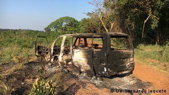 Fahrzeug in Zentral-Mosambik angegriffen (DW/Bernardo Jequete)